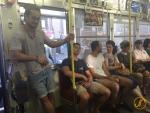 Eric in einem lokalen Zug bei Hiroshima.